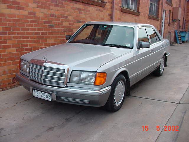 300SE Sedan 1986 model.